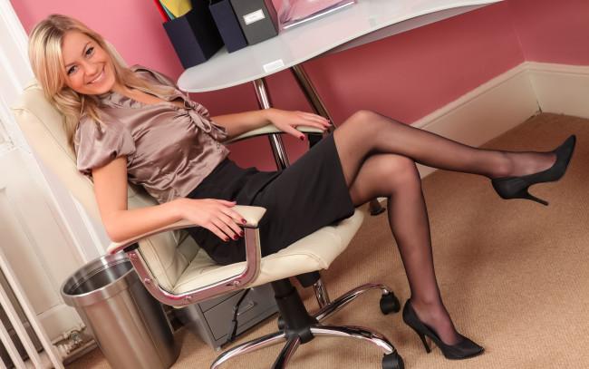 фото девушек в блузках и колготках